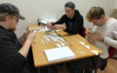 Kan du bygga en bro av bara papper och tejp?